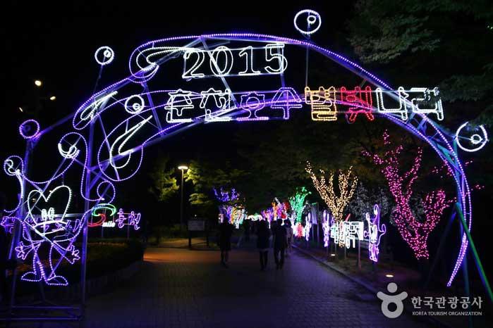 호수별빛나라 축제가 진행 중인 춘천MBC와 공지천 일대