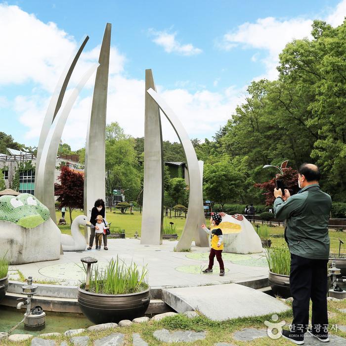 체험관 앞 공원